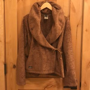 Patagonia teddy bear fleece wrap. Super rare!